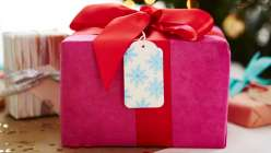 Stamped and Embossed Christmas Gift Tags: Courtney Cerruti shows how to create custom paper gift tags using rubber stamps, ink and embossing powder – perfect for topping off your holiday gift wrapping.