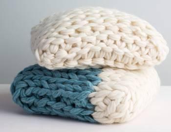 Arm Knitting: Make a Throw Pillow
