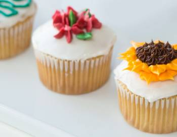 The Wilton Method: Mastering Buttercream - Flowers and Leaves